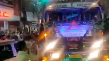 People in Bhopal Stop Truck to Listen to 'Yamla Pagla Deewana' Tune on Its Horn and Cheer 'Ek Baar Aur' (Watch Video)