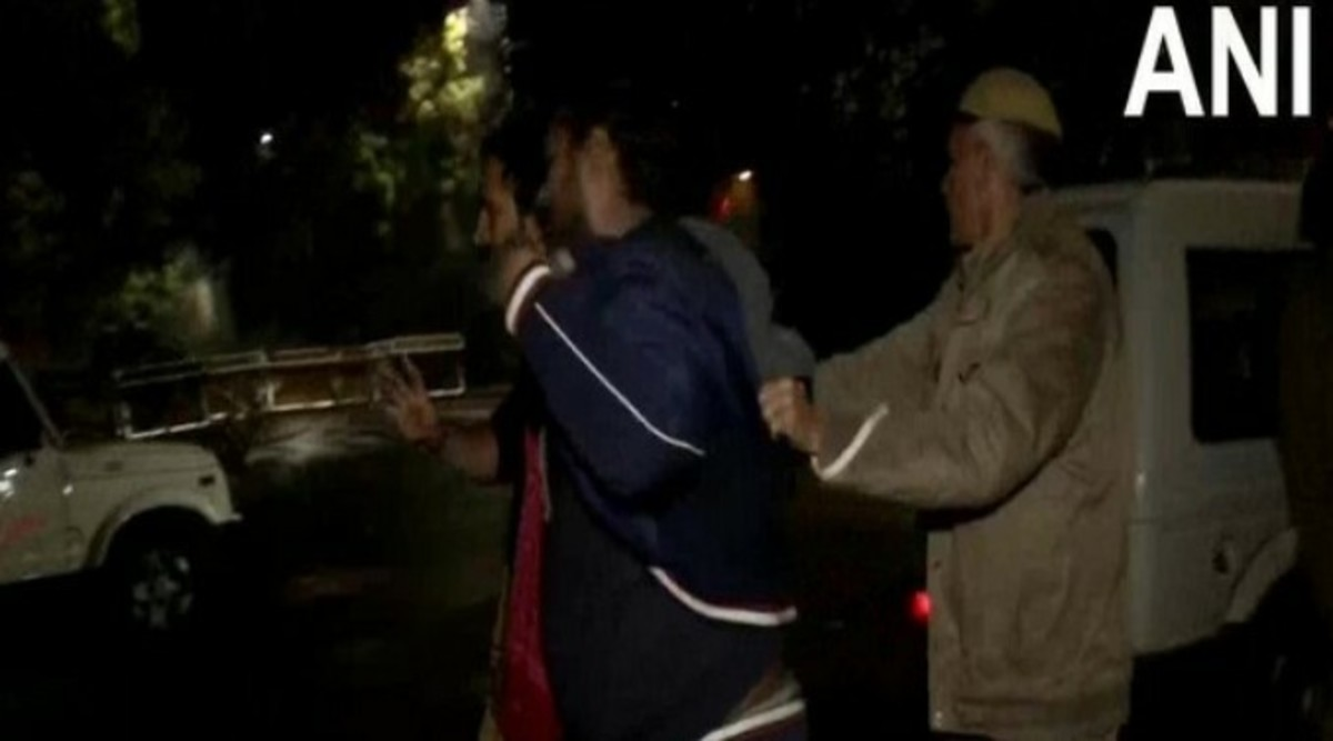Delhi Violence: Police Use Water Cannons to Disperse JNU, Jamia Students Who Gheraoed CM Arvind Kejriwal's Residence