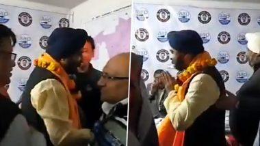 Delhi Elections 2020: Tajinder Pal Singh Bagga, BJP Candidate from Hari Nagar Constituency, Visits AAP Office To Seek Votes; Watch Video