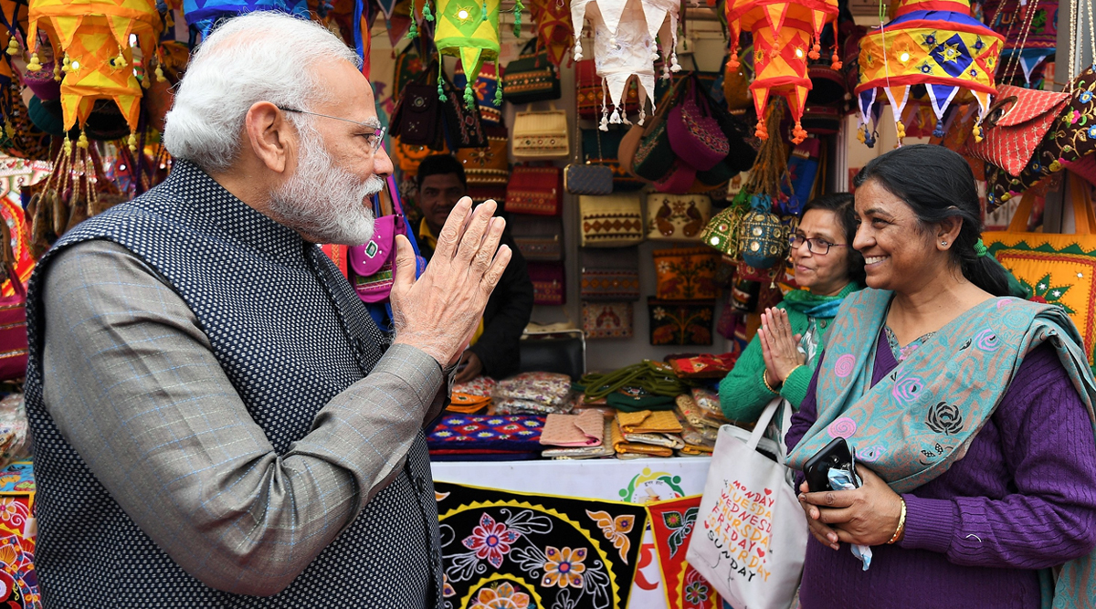PM Narendra Modi's Visit to Hunar Haat: Prime Minister Interacts With Craftsmen, Plays Musical Instruments (Watch Video)