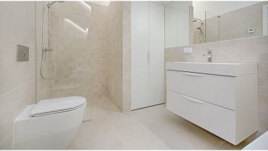 Four Simple Ways to Remove Those Stubborn Stains From Your Bathroom Fixtures