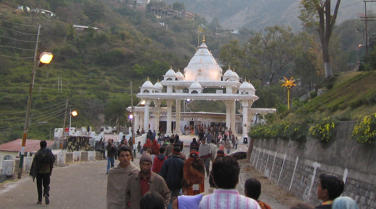 400 Vaishno Devi Pilgrims Stranded Near Jammu Due to Coronavirus Lockdown Shifted to Shelter in Keran Bantalab area