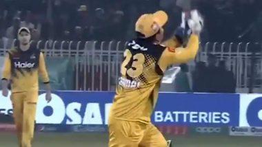 Kamran Akmal Drops Another Easy Catch During Peshawar Zalmi vs Quetta Gladiators PSL 2020 Match; Twitterati Troll the Wicket-Keeper, Post Funny Memes and Jokes