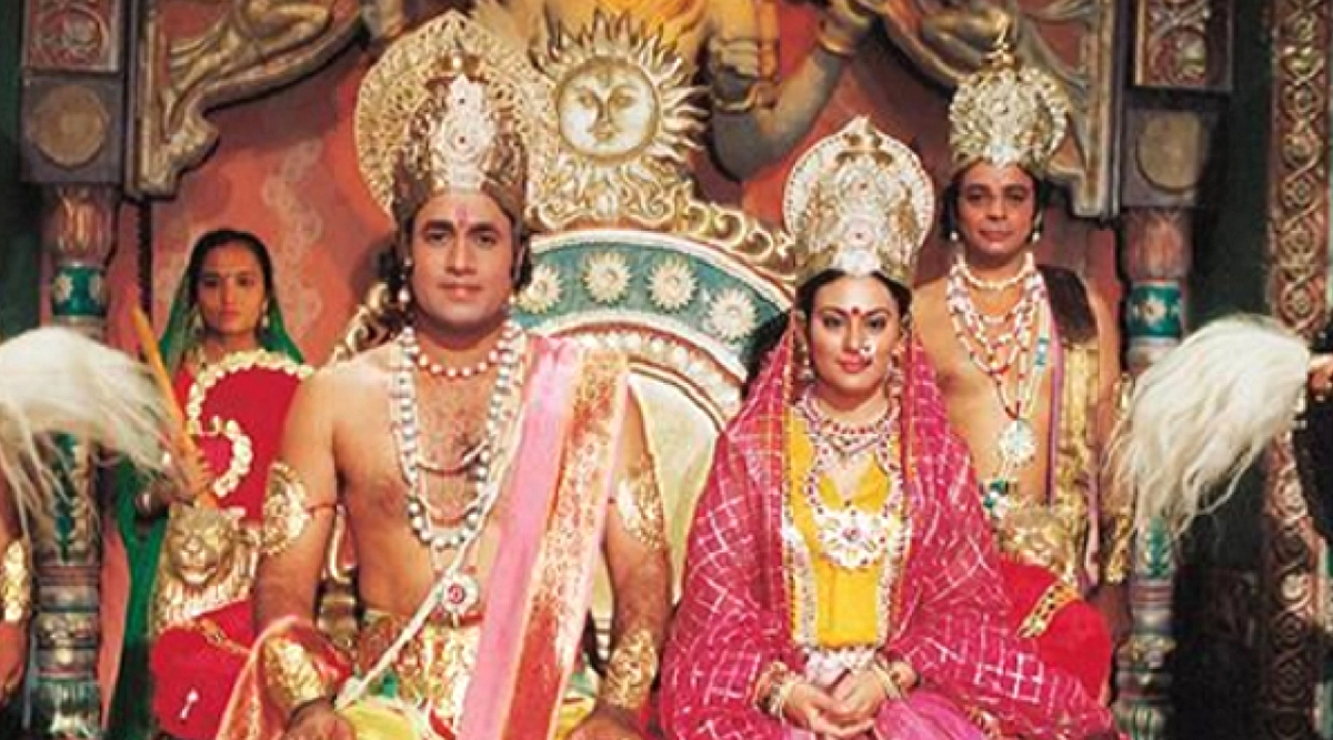 Arun Govil, Lord Ram In DD National's Ramayan Watches the Show with Family (View Pic)