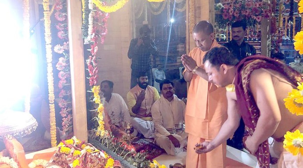 Yogi Adityanath Participates in Ram Lalla Murti Sthapna Ritual on Navratri Amid Lockdown Due to Coronavirus Outbreak; Twitterati Question UP CM's Move