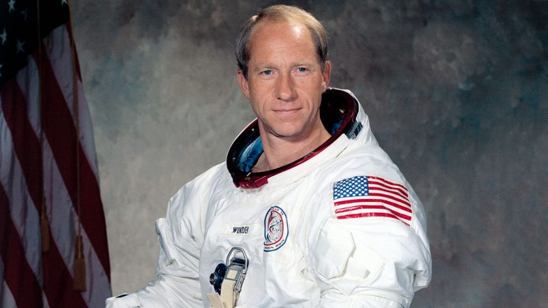 Al Worden, Apollo 15 Astronaut Who Circled the Moon Alone in 1971, Dies at 88