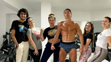 Cristiano Ronaldo Flaunts his Abs During Self-Quarantine, Poses for a Photo With his Sisters