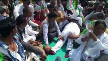 Bihar: JDU MLA Nawada Kaushal Yadav Gets Massage in Public During Nitish Kumar's Rally at Gandhi Maidan in Patna (Watch Video)