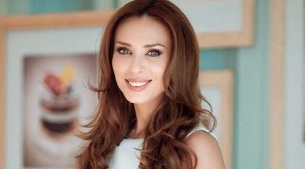 Coronavirus Outbreak: Iulia Vantur Rightly Knows How to Make Her Fans Feel Positive During Lockdown Period (Watch Video)
