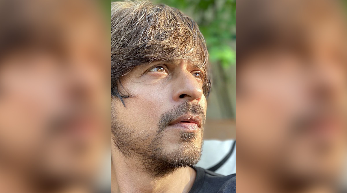Shah Rukh Khan Shares a Positive Post About Spending Time With Loved Ones Amid Lockdown With an Unrelated But Amazing Selfie!