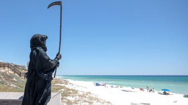 Florida Lawyer Daniel Uhlfelder Begins 'Grim Reaper Tour' Dressed Up As Angel of Death on Local Beaches to Remind People of Coronavirus Threat (Watch Video)