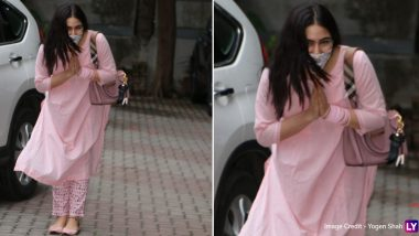 Sara Ali Khan Greets Paparazzi  With a 'Namaste' As She Gets Clicked For the First Time Since COVID-19 Lockdown (View Pics)