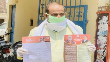 Modi 2.0 Jan Sampark Abhiyaan Goes Offline as BJP Delhi Leaders Go Door to Door Amid COVID-19 Pandemic to Distribute Pamphlets on Party's Achievements; Watch Videos
