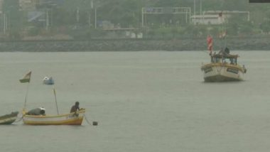 Nisarga Cyclone: Fishermen Return from Sea in Mumbai as Authorities Caution Not to Venture Into Sea, View Pics