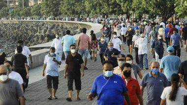 Mumbaikars Spotted Jogging at Marine Drive Wearing Face Masks: Is it Safe to Walk or Jog With the Mask On? Here's What You Should Know Apart From Social Distancing
