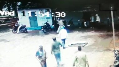 On Doctor's Day, Medic in Ujjain Hospital Accuses Police Constable of Abuse and Assault; Watch Scuffle Video