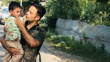 Sopore Terror Attack: Jammu and Kashmir Police Rescues and Consoles 3-Year-Old Boy Who Was Sitting Near Dead Body of Grandfather