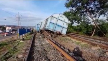 Vizag: 4 Wagons of Goods Train Derailed Opposite Naval Dock Yard Gate in Andhra Pradesh