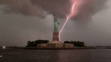 Incredible Yet Spooky! Photographer Captures Exact Moment When Lightning Strikes the Statue of Liberty in New York (Watch Viral Video)
