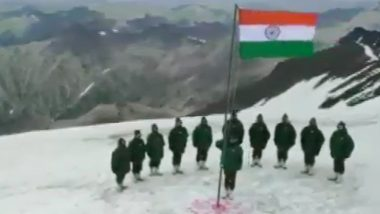 Independence Day 2020: Indian Army Soldiers Posted in Gurez Sector Hoist National Flag (Video)