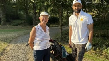 Mohammed Hafeez Posts a Picture With an Elderly Woman, Fans Worried if the Pakistan Cricketer Has Breached Bio-Security Bubble