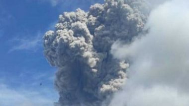 Volcanic Mount Sinabung Erupted in Indonesia's North Sumatra Province, Spewing a 5,000 Metre-High Column of Ash to the Sky (Watch Video)
