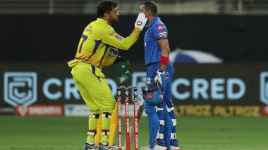 MS Dhoni Displays 'Spirit of Cricket' By Helping Prithvi Shaw During CSK vs DC Clash in IPL 2020, Fans Praise the Chennai Super Kings Skipper (See Tweets)