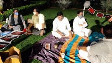 MPs' Overnight Protest: Two Fans to Beat Humid Weather, Home-Cooked Food And Tea; Here's How Suspended Rajya Sabha MPs Including Sanjay Singh, Derek O' Brien Spent Night at Parliament Lawn