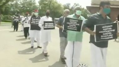 Farm Bills Protests: Ghulam Nabi Azad, Derek O'Brien, Jaya Bachchan & Other MPs of Opposition Parties March in Parliament With Placards of 'Save Farmers, Save Democracy', Watch Video