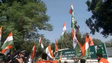 Jammu & Kashmir: BJP Workers Hoist Tricolour at PDP Office in Jammu; Mehbooba Mufti Had Refused to Hoist National Flag Until J&K Flag was Restored; Watch Video