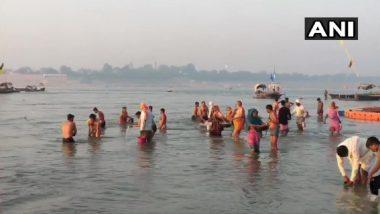 Sharad Purnima 2020: Devotees Take Holy Dip in Ganga in Prayagraj and Varanasi