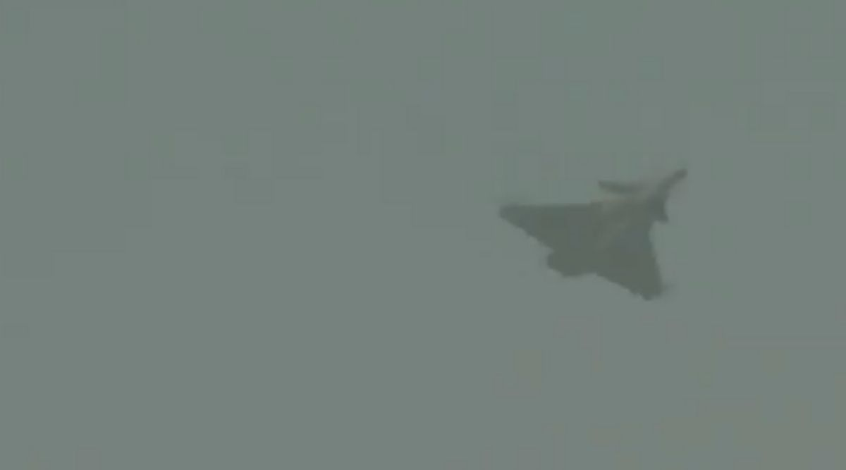 IAF Day 2020: Rafale Jet Steals the Show, Performs Various Manoeuvres at Hindon Airbase in Ghaziabad As IAF Celebrates Its 88th Anniversary, Watch Video | 📰 LatestLY