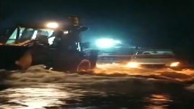 Telangana Rains: JCB Pulls Out 2 Cars From Overflowing Canal in Rangareddy Area, Passengers Rescued (Watch Video)