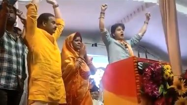 MP Bypolls 2020: BJP's Jyotiraditya Scindia, in Slip of Tongue, Tells Voters to Press 'Hath Ka Panja' at Polling Booth; Video Goes Viral After Congress Takes Dig