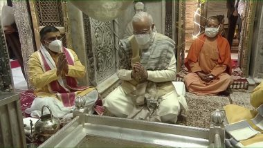 Dev Deepawali 2020: PM Narendra Modi, CM Yogi Adityanath Offer Prayers at Kashi Vishwanath Temple