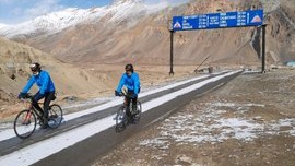 Indian Army Officer Vishal Ahlawat, Fellow Ravi Kumar Enter Guinness World Records by Pedalling on Cycles Across Himalayas From Leh to Manali