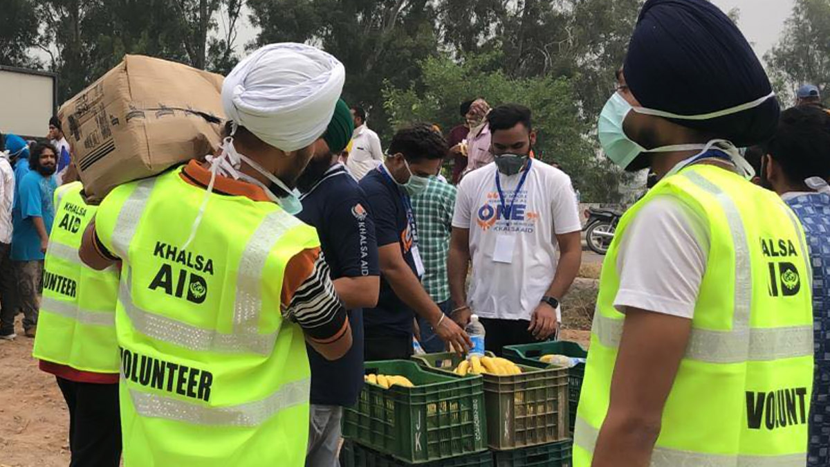 World News | Khalsa Aid Wins Hearts by Helping Protesting Farmers, Serving  Pizza to Truckers Stuck in UK | 🌎 LatestLY
