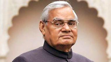 Atal Bihari Vajpayee Famous Poems: From 'Geet Naya Gata Hun' to 'Kadam Milakar Chalna Hoga', Beautiful Words Penned By The Former Indian Prime Minister to Cherish on His 96th Birth Anniversary