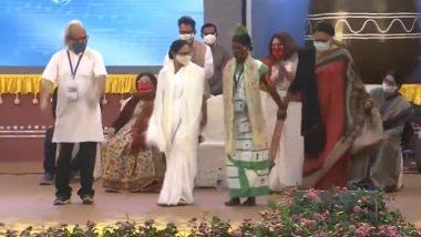 Bangla Sangeet Mela 2020: Mamata Banerjee Breaks into Dance at Kolkata Event, Says Won't Allow Bengal to Become Gujarat; Watch Video