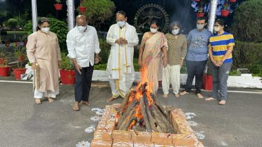 Bhogi 2021: VP Venkaiah Naidu Celebrates First Day of Pongal with Family in Goa, Prays for Everyone's Good Health, Prosperity (Watch Video)