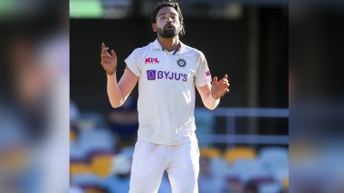 ENG vs IND 3rd Test: England Supporters Throw Ball at Indian Fast Bowler Mohammed Siraj at Headingley, Virat Kohli Upset