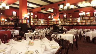 Valentine's Day 2021: New York City to Restart Indoor Dining at 25% Capacity from February 14, If COVID-19 'Positivity Rates Hold,' Says Governor Andrew Cuomo