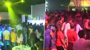 New Year Celebrations in Goa: Carefree Tourists and Locals Party and Welcome 2021 Despite COVID-19 Threat, Social Distancing Norms Go For a Toss (See Pics)