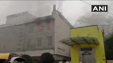 Delhi: Fire Breaks Out in a Building in ITO Area, 3 Fire Tenders at Spot to Douse Raging Flames
