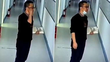 Teaching Secret? Exhausted Teacher in China Wears a Smile Before Entering Classroom, Viral Video Will Make You Want To Thank All Your Teachers and Mentors!