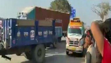 Chakka Jam: Protesting Farmers Make Way for Ambulance at Palwal-Agra Highway at Atohan Chowk