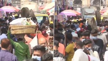 COVID-19 Surge in Maharashtra: People Seen Flouting Social Distancing Norms at Mumbai's Crawford Market; Cops Distribute Free Masks, Impose Fine of Rs 200 (See Pics)