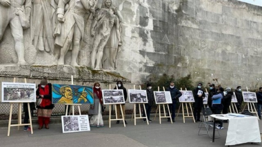 Ahead of Bangladesh's 50th Independence Day, Expats Organise Poster Exhibition at Eiffel Tower Highlighting 1971 Genocide by Pakistan Army