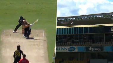 Martin Guptill's Colossal Six off Adam Zampa Lands on Stadium Roof During New Zealand vs Australia 5th T20I 2021 (Watch Video)
