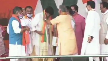 Mithun Charaborty Joins BJP at PM Narendra Modi's Rally at Brigade Ground in Kolkata Ahead of West Bengal assembly Elections 2021 (Watch Video)